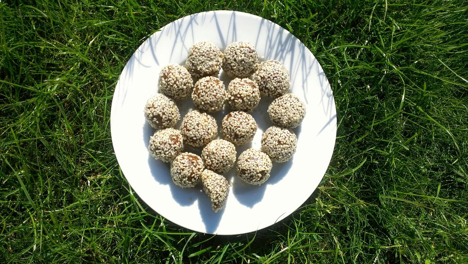 Healthy snacks: nut truffle and energy ball recipes