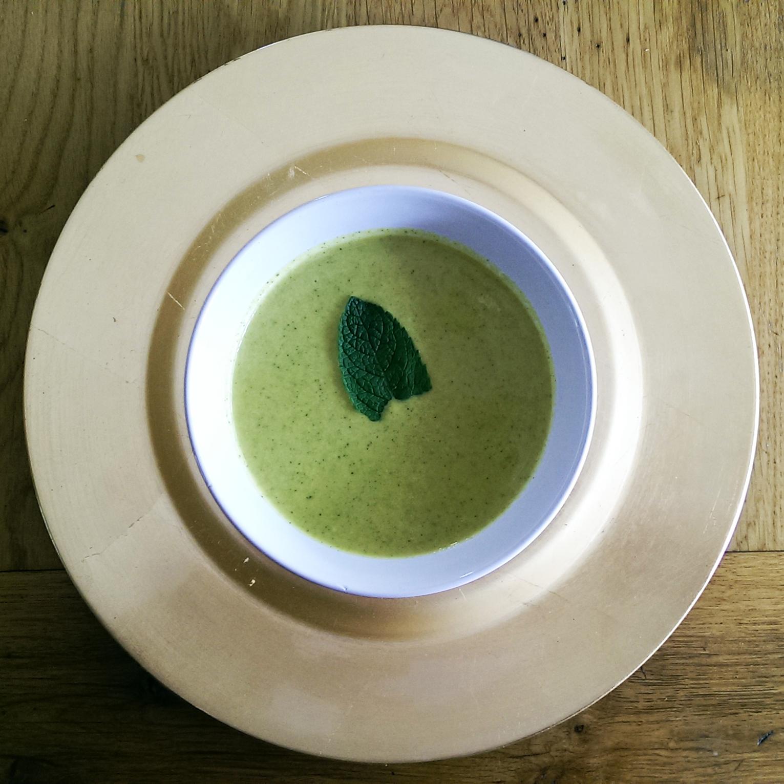 Broccoli and almond soup recipe